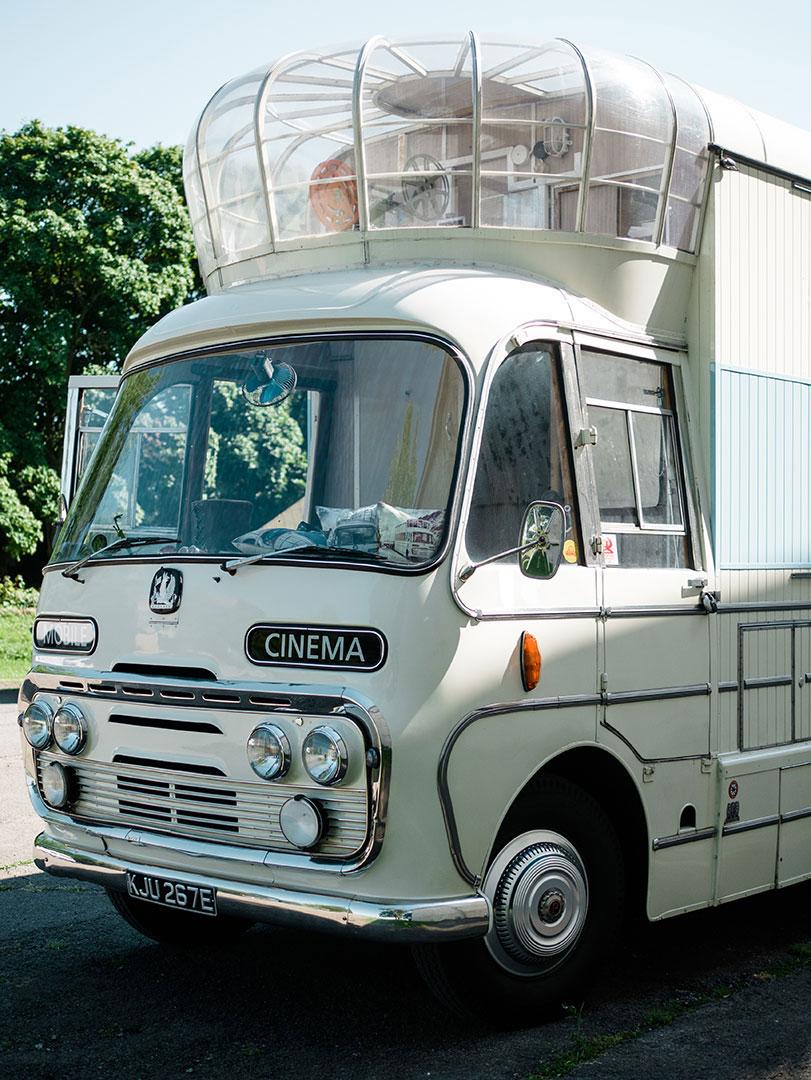 gallery vintage mobile cinema. Black Bedroom Furniture Sets. Home Design Ideas